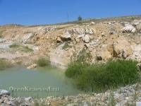 Опытный карьер ЗАО «ВГРЭ» (пройден в 1985 г.) — южная часть Айдырлинского месторождения мрамора