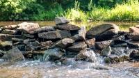 Перекат рядом с местом, где были водопады на реке Янгиз