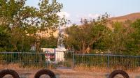 Памятник «Женщина с ребенком» посвящен женщинам и детям тыла, в честь 40-летия Победы в Великой Отечественной войне в 1941–1945 гг. с. Белошапка